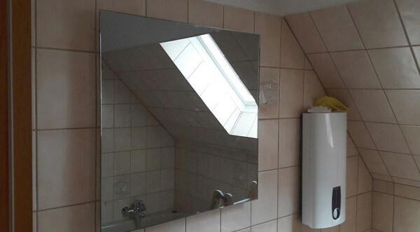 Spiegel als Heizung im Bad nachher